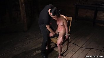 Bound babe gets balls in pussy 5分钟