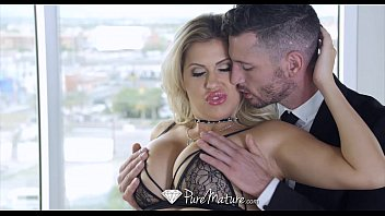 PureMature - Couple play with a leash around MILF Savana Styles neck 10分钟