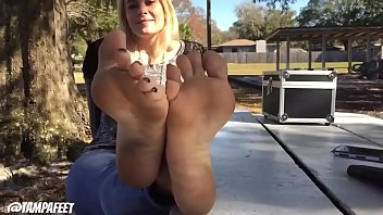 Cams4free.net - Blonde Teen'_s Feet Are Very Hot