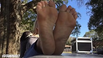 Cams4free.net - Blonde Teen's Feet Are Very Hot 5 min