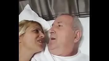 Sekretari i larte shqiptar ne hotel me nje prostitute