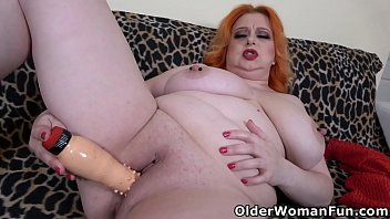 Busty BBW Kathy works pussy with fingers and dildo