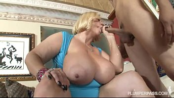 Busty sexy fotogallery Two sexy busty bbw milfs fuck hot stud