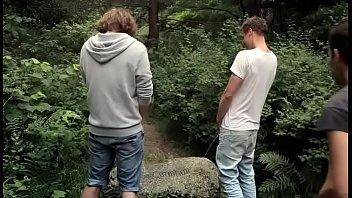 ประสบการเกย์กลุ่มชายหนุ่มจัดทริปไปเที่ยวด้วยกันกลุ่มใหญ่แต่ระหว่างการเที่ยว
