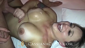 That hot sitting on the lap of the friend and then leitinho mouth! - https://onlyfans.com/cassianacosta 6 min