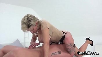 Streaming Video Unfaithful uk mature lady sonia pops out her large melons - XLXX.video