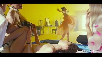 【筒井真理子】全裸でマン毛丸出しヌードで女性達にペニバンで犯される!映画「アンチポルノ」女優達の濡れ場がエロい!