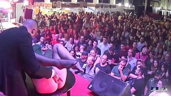Multitudinaria Fiesta Del Sexo.