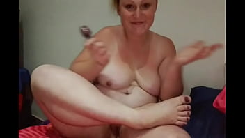 Nude bbw entertaining her foot fetish fans by polishing her toe nails