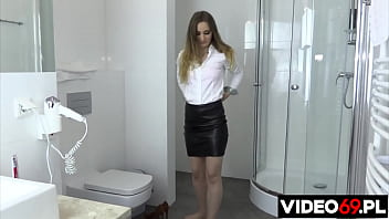 A beautiful woman says she likes to fuck