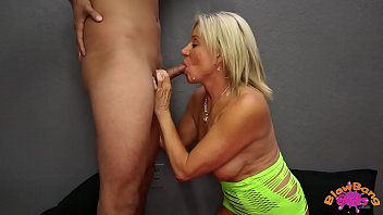 Mature Cougar Payton Hall Gets Huge Facial from 25 Year Old 4 min