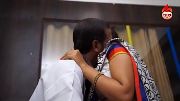 doctor romance tamil aunty in saree navel play