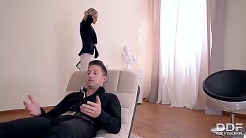Fit to Fuck Psychologist Seduces Foot Fetish Lover to Fuck Her 22 min