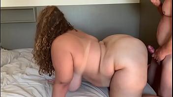 Acompanhante Plus Size dando para o maridinho corno provancando os machos, louca por sexo
