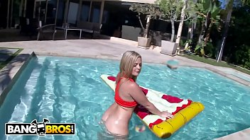 Bangbros - Pawg Alexis Texas Floats On Pizza, Then Rides A Big Dick