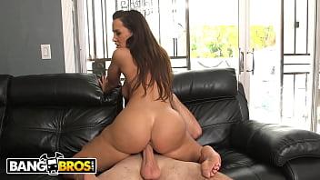BANGBROS - Big Tits MILF Lisa Ann Taking Sean Lawless For A Ride