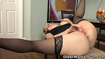 Busty mature Dee's hungry pussy needs a rub down