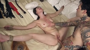 Tied up spreded slave anal fucked 5分钟