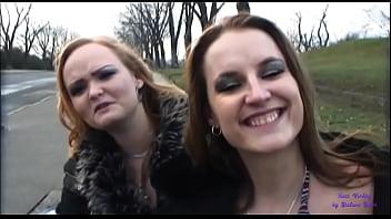 Due amiche aspettano l'autobus e una delle due accetta dei soldi per scopare nel bosco thumbnail