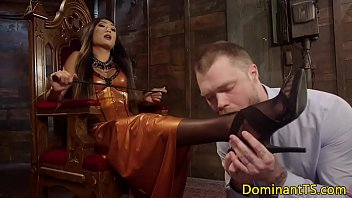 Asian Ts Dom Deepthroated Before Anal Fucking