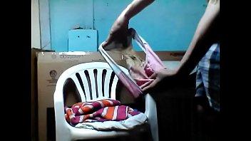 Llenando de leche el calzón de mi hermanita escolar