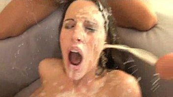 Kourtney Kane and friends drowned in cum 4分钟
