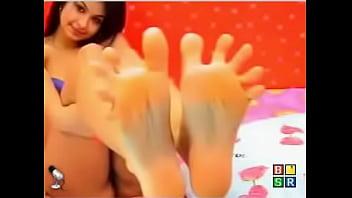 Amazing toe spread feet tease!