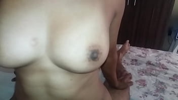 Husband getting into his friend while the cuckold films up close the mulatto woman swallowing her husband's cock