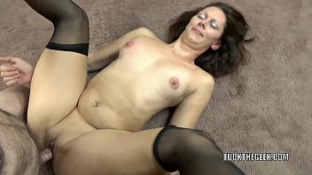 Mature brunette Trisha Delight takes some dick from a geek 6分钟