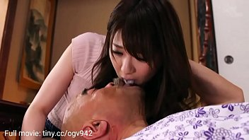The daughter-in-law takes care of her sick father-in-law and is fucked 7分钟