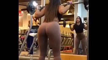 nena en el gym 55秒