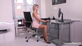 Interracial bangers Mary Kalisy gets pussy gaped with bbc at the office 12分钟