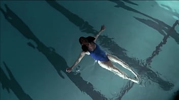 Sexy Swimsuit Girl Swimming (Wide Screen)