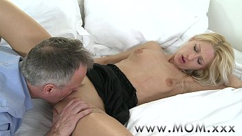 MOM Blonde MILF gets a good fucking Vorschaubild