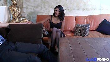 Anais baisée en trio par le mec de sa salope de copine [Full Video]