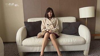 和製アン○ェリーナ・○ョリーと言っても過言ではない唇美人、有賀ゆあちゃんが「モデルコレクション」に登場! 1