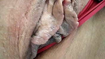 Lustful mature bitch passionately cums from cunnilingus ... Inimitable orgasmic convulsions of an experienced mature whore ... 12分钟