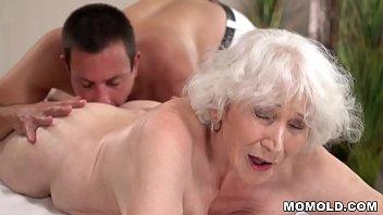 Old mom Norma enjoys sex after massage 6分钟