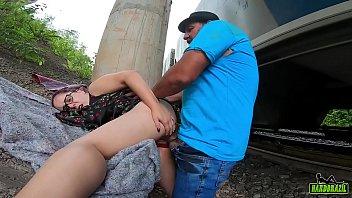 Na caminhada para casa evangélica encontra mendigo de baixo da ponte e faz caridade - Mary RedQueen - Sandro Lima 5 min
