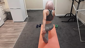 My Fit Teen Roommate let me Fuck her after her Yoga Session and she made me Cum inside Her. porno izle
