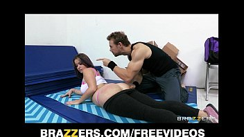 Big-booty yoga amateur is put through boot camp and spanked 7分钟