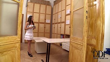 Anita Berlusconi Gives A Blowjob On Her Knees In 100% POV 5分钟