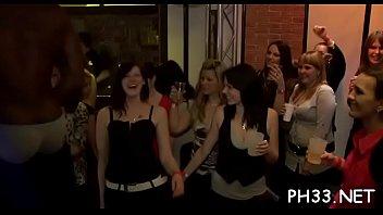 Viel Gangbang auf der Tanzfläche