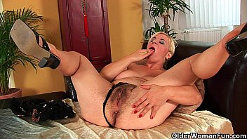 Busty soccer mom probes her hairy pussy with hand and dildo porno izle