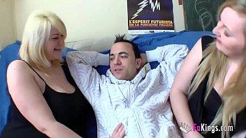 Chubby blonde Marta finally convinces her cousin Andrea to have a threesome Vorschaubild