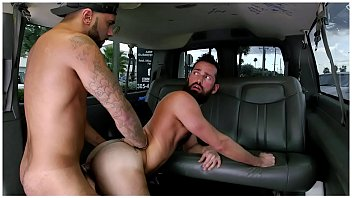 How gay men can pick up straight men - Baitbus - amateur anal gay sex with a man bear in miami