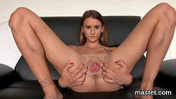 Slutty czech kitten spreads her spread vagina to the extreme 5分钟