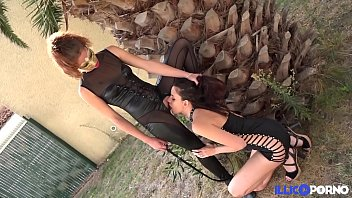Bella et Elise, deux étudiantes, ont un petit jeu de soumission entre copines [Full Video]