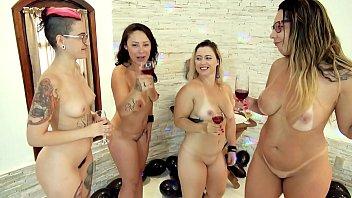Festinha de Família acaba com Quatro Mulheres Bêbadas e Nuas