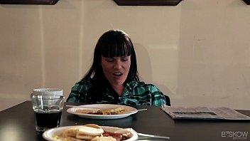 Chastity Lynn Fucks An Older Woman in PAINT, SCENE #02 Vorschaubild